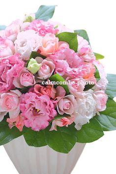 トルコキキョウとバラで作ったピンクのフラワーアレンジメント
