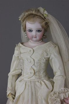 "15"" BEAUTIFUL FRENCH FASHION BRIDE - by Apple Tree Auction Center"