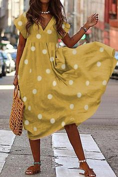 Polka Dot V-neck Loose Midi Dress The Effective Pictures We Offer You About Casual Outfit simple A quality picture can tell you many things. Look Fashion, Womens Fashion, Fashion Trends, Midi Dress With Sleeves, Mode Outfits, Female Outfits, Mode Inspiration, Types Of Sleeves, Short Sleeves