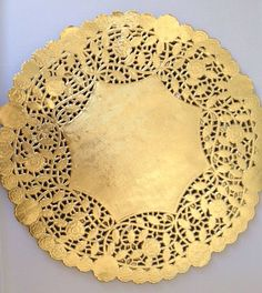Something like this on the plates and underneath the napkin?