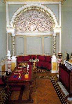 Bureau de l'Impératrice Alexandra du Pavillon Tsarine - Île Tsarine - Parc Kolonistsky - Peterhof - Construit de 1841 à 1844 par ordre de Nicolas Ier pour son épouse par l'architecte Andreï Stackenschneider.