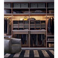 Closet do executivo: organização, praticidade e minimalismo.