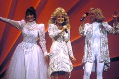 Let's Remember the Greatest Country Music Collaboration Ever: Dolly Parton, Loretta Lynn and Tammy Wynette as the Honky Tonk Angels Country Music Artists, Country Music Stars, Country Singers, Tammy Wynette, Loretta Lynn, Cma Awards, Country Girls, Country Women, Vintage Country