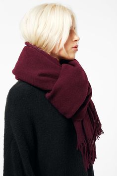 The Tuva Wool Shawl is woven in soft wool with fringes on the short sides. -Dimensions 206cm x 62cm.