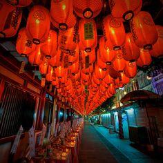 Chinatown - Singpore lanterns, via Flickr.