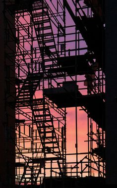 Fire Escape Silhouette at Sunset Urban Photography, Street Photography, Phoenix Legend, Urbane Fotografie, Fire Escape, Jolie Photo, Urban Landscape, Landscape Design, Aesthetic Wallpapers