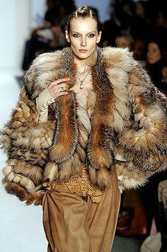 "Képtalálat a következőre: ""venexiana furs"" Fashion Line, Fur Fashion, Fashion Images, Vogue Fashion, Winter Fashion, Fashion Outfits, Fur Jacket, Fur Coat, Dolly Fashion"