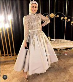 Every girl should choose a dress that suited her body type; some girls prefer the puffy soiree style, other girls prefer the pencil or the wrapped dresses. Hijab Prom Dress, Hijab Evening Dress, Hijab Style Dress, Muslim Dress, Evening Dresses, Hijab Gown, Hijab Outfit, Long Skirt Fashion, Modest Fashion Hijab