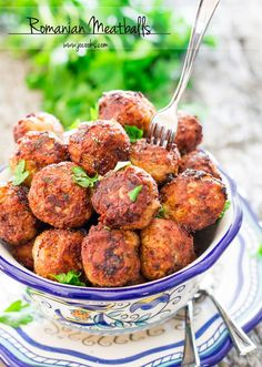 Romanian meatballs (Chiftele) are one of the most popular Romanian dishes. Learn to make the mother of all meatballs, nothing beats these meatballs. New Year's Eve Appetizers, Quick Appetizers, Appetizer Recipes, Appetizer Ideas, Meatball Recipes, Pork Recipes, Cooking Recipes, Carne, Jo Cooks