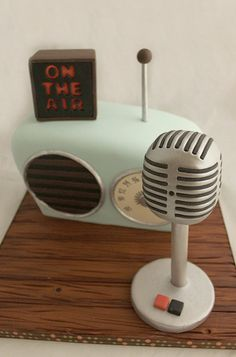 Know a guy whose birthday is coming up? Check out these boys birthday cakes to get some inspiration from music to sports themed cakes.
