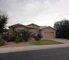 Beautiful upgraded home in Gilbert!  Only $2500/mo
