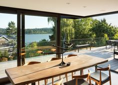 MW Works updates mid-century modern home in Seattle neighbourhood Mid Century Dining, Mid Century House, Interior Architecture, Interior And Exterior, Interior Design, Knock Down Wall, Seattle Neighborhoods, Seattle Homes, American Houses