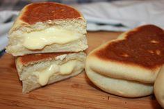 Nydelige Kremboller i stekepannen Baked Goods, Sweet Recipes, Pancakes, Cheesecake, Food And Drink, Favorite Recipes, Sweets, Bread, Snacks