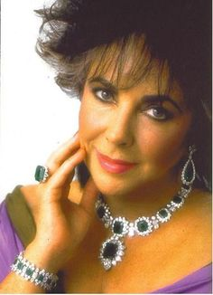 Elizabeth Taylor Jewelry Collection - Duchess Of Windsor Jewels Hollywood Icons, Golden Age Of Hollywood, Hollywood Stars, Classic Hollywood, Elizabeth Taylor Schmuck, Most Beautiful Women, Beautiful People, Beautiful Things, Violet Eyes