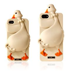 New Moschino cover: Luisa the Goose