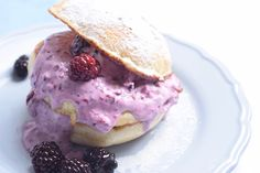 FOOD: Wentelsandwich met bramencrème