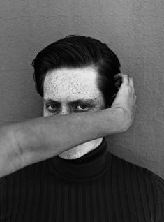 Jack Davison's Throwback to a Golden Age of Editorial Portraiture Hand Photography, Glamour Photography, Editorial Photography, Lifestyle Photography, Portrait Photography, Fashion Photography, Image Sharing Sites, Richard Avedon Photography, Old School Pictures