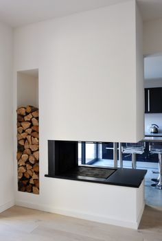 foyer double face - Recherche Google Home Fireplace, Fireplace Design, Design Your Home, Modern House Design, Wine Cellar Design, Foyer Decorating, Scandinavian Interior, Interior Design Living Room, Great Rooms
