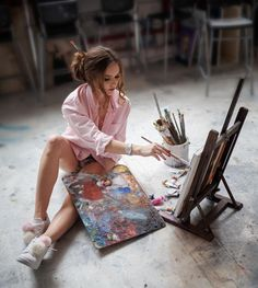 That Are More Than Just Art An Artist Makes Sculptures Out of Recycled Silverware Painter Photography, Portrait Photography Poses, Artistic Photography, Creative Photography, Artist Life, Artist At Work, Kreative Portraits, Art Hoe Aesthetic, Sgraffito