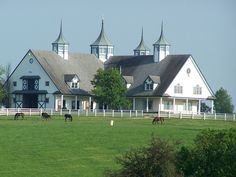 Kentucky horse farm...if this is the barn, I wonder what the house is like? ...The answer to that would be,  'if it's anything like Spindletop...fabulous.'
