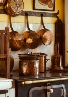 Copper Cookware Hammered Copper Cookware From India French Kitchen, Old Kitchen, French Farmhouse, French Country, Country Life, Copper Utensils, Copper Pots, Copper Dishes, Copper Penny