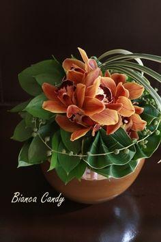 Modern Hawaiian style - Flowers of late summer  - cymbidium brown, Dracaena, miscanthus, green necklace, Rusukasu.