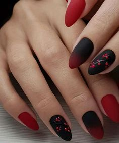 27 Sensational Winter Nail Colors to Make You Feel Warm remajacantik Red Black Nails, Red Nails, Hair And Nails, Black Nail Designs, Nail Art Designs, Christmas Manicure, Nagellack Trends, New Year's Nails, Silver Nails