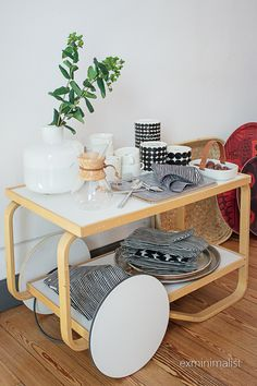 the ex-minimalist: Marimekko ja Iittala Milanossa Scandinavian Kitchen, Scandinavian Interior, Home Coffee Tables, Living Styles, Classic Furniture, Home Decor Inspiration, Home And Living, Living Room Furniture, Sweet Home