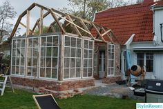 Greenhouse Farming is the process of cultivating crops and vegetable. If you have a greenhouse or are considering setting up one, then we'll share what greenhouse plants grows best inside. Greenhouse Shed, Greenhouse Gardening, Garden Cottage, Home And Garden, Orangerie Extension, Greenhouses For Sale, Gazebos, Cold Frame, She Sheds