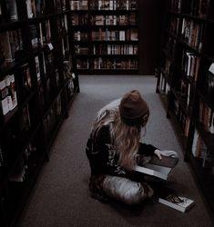 Badass Aesthetic, Book Aesthetic, Aesthetic Images, Character Aesthetic, Aesthetic Photo, Slytherin, Hogwarts, College Aesthetic, Dark Art
