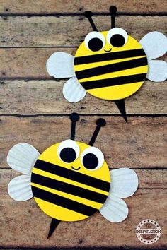 Wooden Craft Bumble Bees For Kids · The Inspiration Edit - - Are you looking for a fantastic preschool bumble bee craft? Today we have these wonderful wooden craft bumble bees which are simple, fun and easy. Bees For Kids, Bee Crafts For Kids, Animal Crafts For Kids, Toddler Crafts, Art For Kids, Bug Crafts, Toddler Art, Spring Art, Spring Crafts