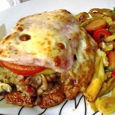 Érdekel a receptje? Croatian Recipes, Hungarian Recipes, Turkish Recipes, Hungarian Food, Easy Chicken Recipes, Pork Recipes, Cooking Recipes, Roasted Pork Tenderloins, Good Food