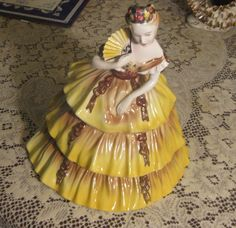 "STUNNING VINTAGE GOLDSCHEIDER EVERLAST LADY YELLOW DRESS FIGURINE 11"" TALL"