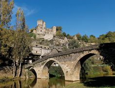 Belcastel-Aveyron. Com estar dins d'un conte