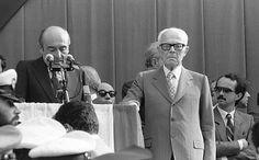 Quando Bologna si fermò - Renato Zangheri, sindaco di Bologna nell'agosto 1980, insieme all'allora presidente dell Repubblica, Sandro Pertini, legge il suo discorso durante i funerali delle 85 vittime della strage alla stazione. Era il 6 agosto e in piazza Maggiore c'erano 500 mila persone.