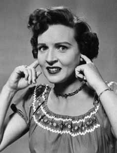 Photo of Betty White for fans of Betty White 30138980 Old Hollywood Glam, Betty White, Vans Girls, Golden Girls, Beautiful Celebrities, True Beauty, Beautiful Beautiful, Icons, Funny People