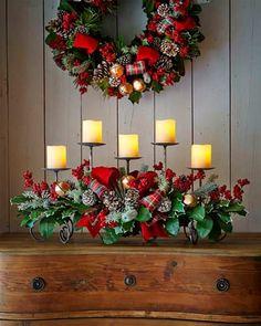 Candelabro decorado para Navidad con lazos, cascabeles y piñas  #ideas #inspiration #christmas #centerpiece #decoration #navidad #diy #crafts #manualidades #centrosdemesa #table #tablesetting #tabletop #ornaments #original #candles #flowervase #bells