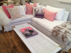 Shades of white and pink for refreshing and lively décor.