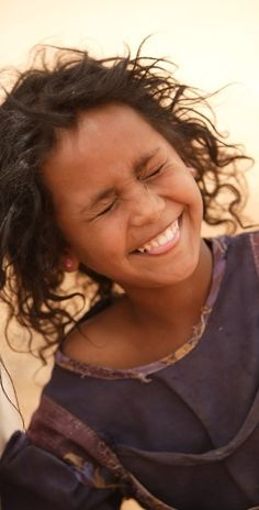 Africa: Tuareg berber girl in a refugee camp, Mauritania. Wouldn't you love to hear her laughter? It must be a beautiful sound. Happy Smile, Smile Face, Your Smile, Make You Smile, Happy Faces, Smiling Faces, Beautiful Smile, Beautiful Children, Beautiful People