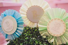 TAG rosetas de papel de seda e scrap para a #festabdebruna, bailarina, borboleta, balão, bossa-nova, babados, bicicleta, bolinha de sabão, bombom, Balinha, Batatinha, biscoito ...
