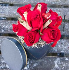Dragostea trebuie sa fie intotdeauna jucausa.  O cutie cu trandafiri rosii poate transmite cu succes acest sentiment. Napkin Rings, Box, Home Decor, Snare Drum, Decoration Home, Room Decor, Home Interior Design, Napkin Holders, Home Decoration