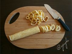 Grusetky -   mozzarella 1 bochánek 125g i s tekutinou  3 vejce  2 lžíce psylia   2 špetky soli