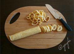 Grusetky -   mozzarella 1 bochánek 125g i s tekutinou  3 vejce  2 lžíce psylia   2 špetky soli Low Carb Diet, Paleo Diet, Cooking Recipes, Healthy Recipes, Lchf, Food And Drink, Yummy Food, Eat, Mozzarella
