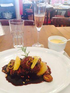 Pato ao molho de Bluberry+ purê de batata baroa! Essas iguarias vc encontra no CT Brasserie ! Que Marravilha