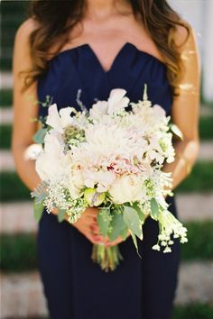 #Navy bridesmaid dress & neutral bouquet... Wedding ideas for brides, grooms, parents & planners ... https://itunes.apple.com/us/app/the-gold-wedding-planner/id498112599?ls=1=8 … plus how to organise an entire wedding, without overspending ♥ The Gold Wedding Planner iPhone App ♥