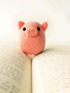 Needle felted PIG & book.....2 of my most favorite things!....