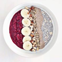 simple breakfast recipe: raspberry chia overnight oats