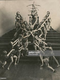 American dancer Ted Shawn performs with a German dance group in 'Orpheus-Dionysos' at the German Dance Festival, Berlin, Get premium, high resolution news photos at Getty Images November Revolution, Dance News, Underground World, Cabaret, Still Image, Night Life, Ted, Berlin, Dancer
