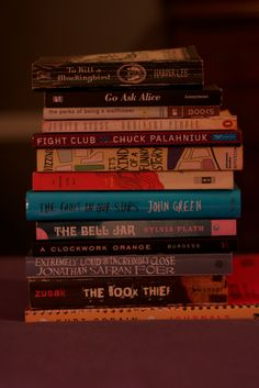 books A few of these have been on my list got a while. Fight club, kurt's journals, the fault in our stars. I Love Books, Books To Read, My Books, Reading Lists, Book Lists, Fight Club Chuck Palahniuk, The Book Thief, Book Aesthetic, Doodles