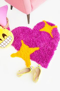 DIY: emoji heart yarn rug